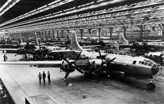 23-boeing-whichata-b-29-assembly-line---1944 76648