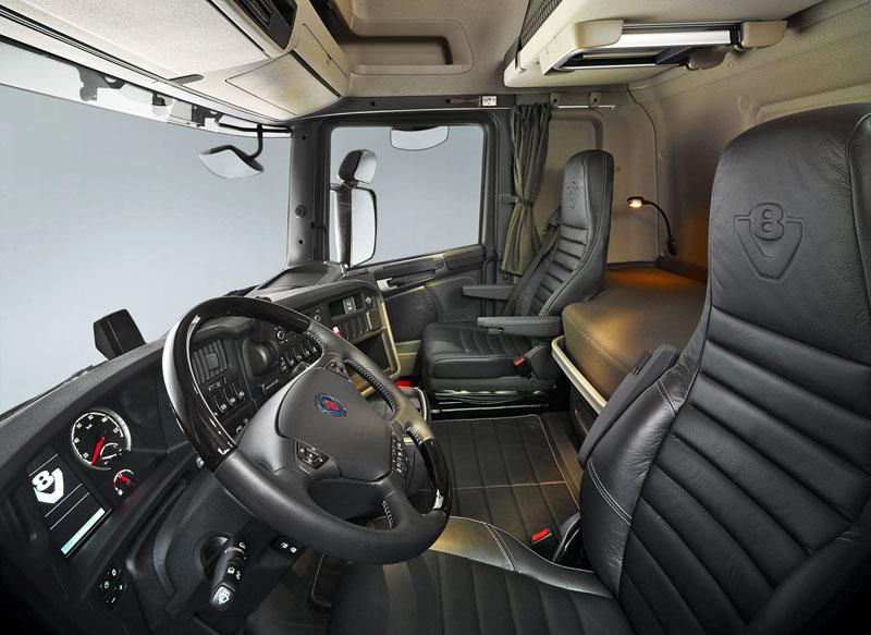 Scania scania r 490 streamline automobil revue for Interieur camion scania
