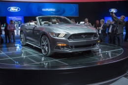 fordmustang-reveal-15 93105